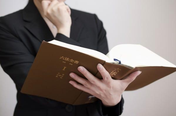 退職代行サービスって法律事務所の弁護士がやっているの?
